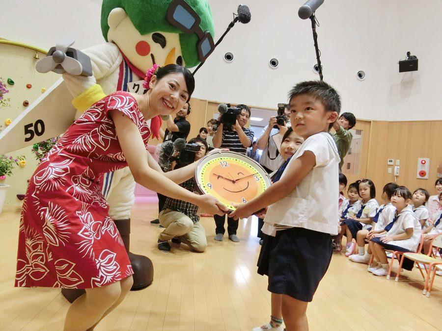 本郷幼稚園へのひなた時計贈呈式